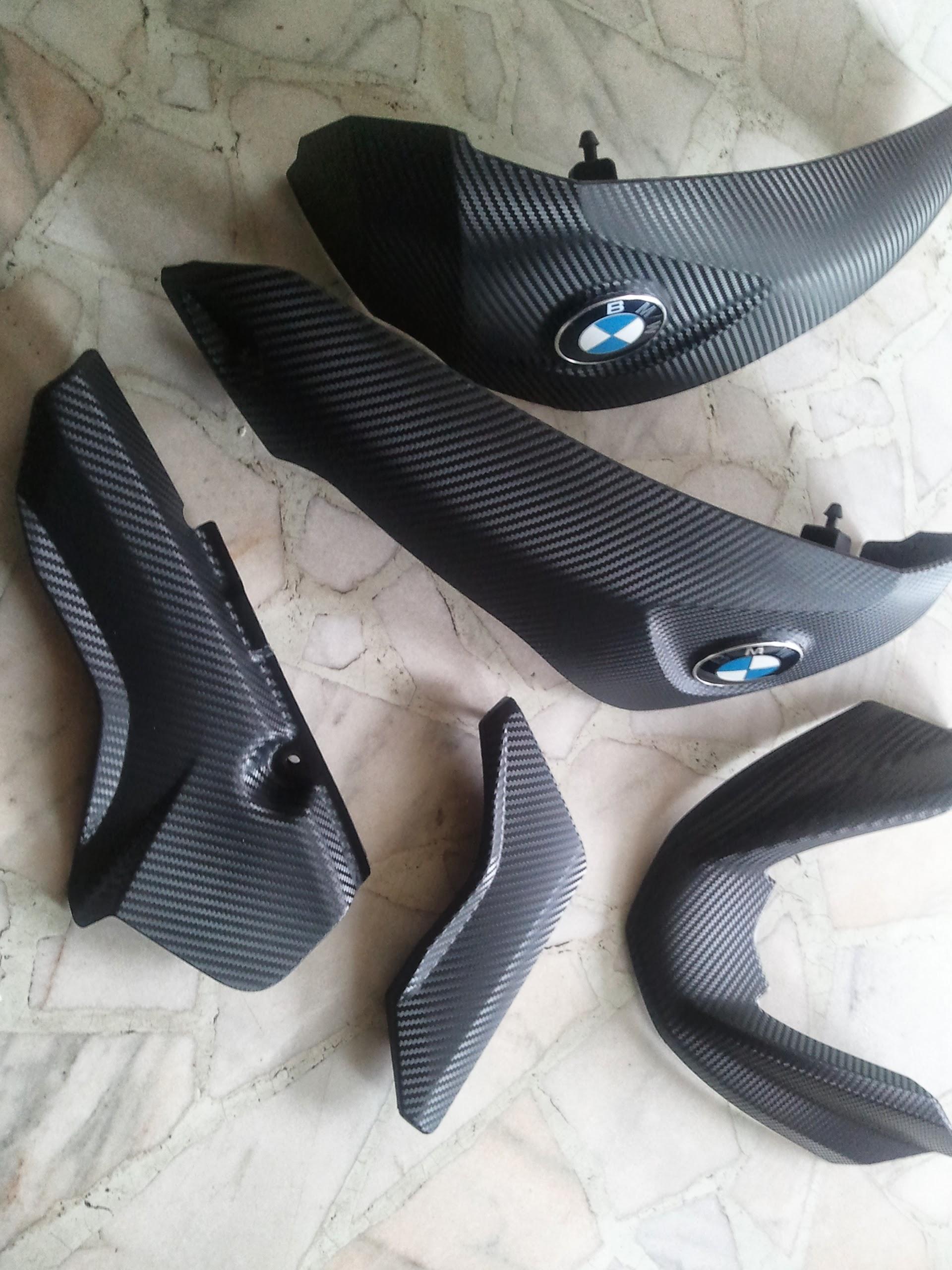 BMW motor dekor 3M karbonfóliával