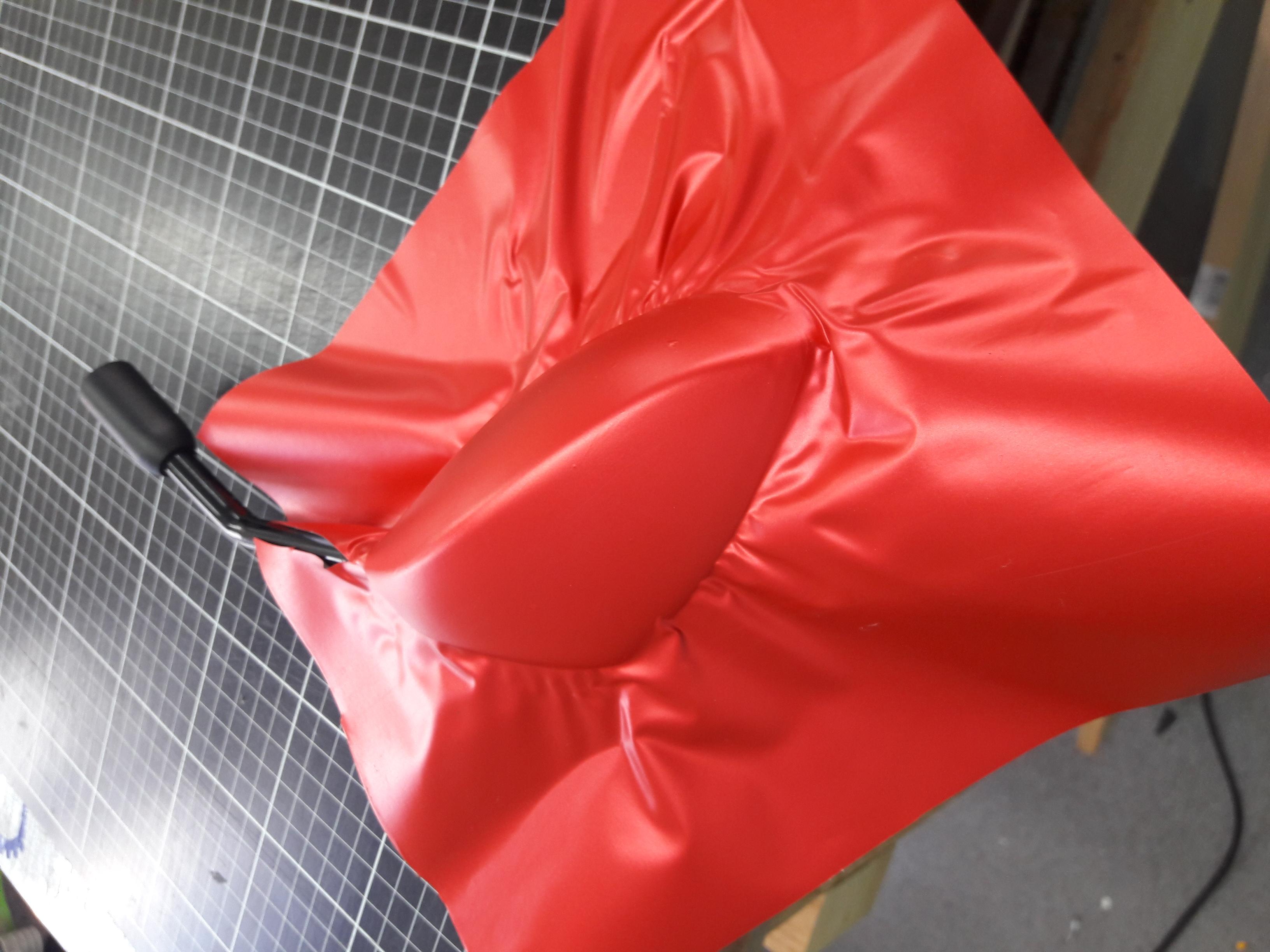 Motortükör piros mattkróm fóliázás